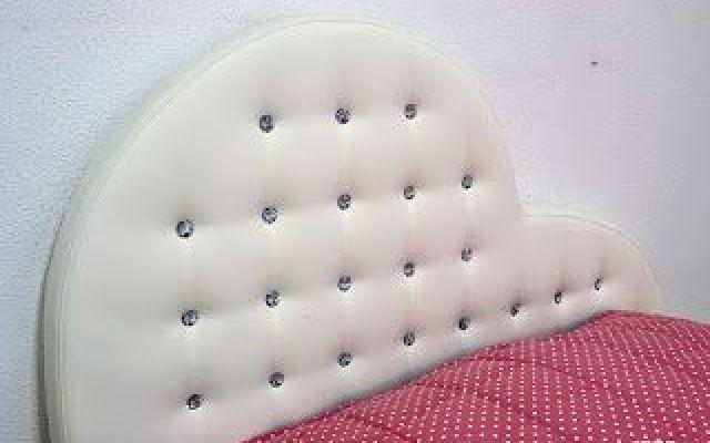 Originale creazione: divano letto con testiera a cuore Questo ...