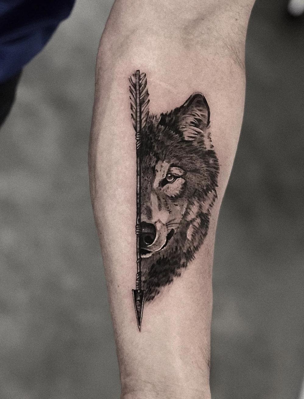 Wolf And Arrow Tattoo Wolf Tattoo Sleeve Arrow Tattoos Wolf Girl Tattoos