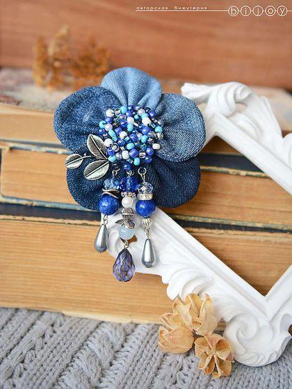 """Брошь, заколка """"Цветочный орден"""" - синий,индиго,темно-синий,голубой,текстильная брошь"""