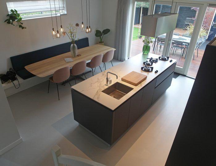 Gietvloer woonkeuken marmer hout interieur inspiratie keukenbank