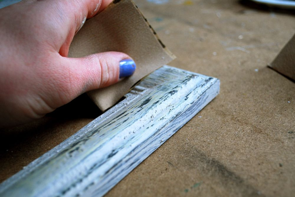 DIY: Distressed Wood Frame | Home projects | Pinterest | Distress ...