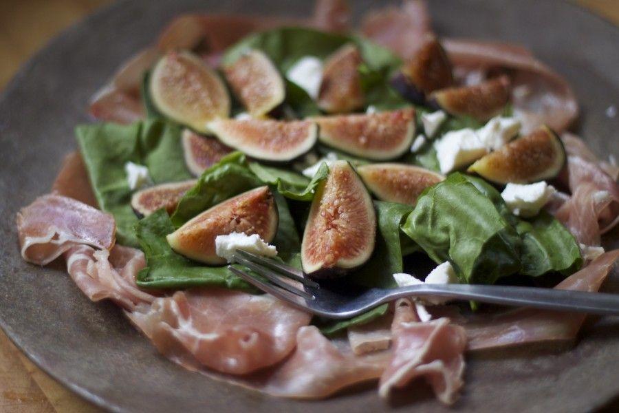 Fig prosciutto salad