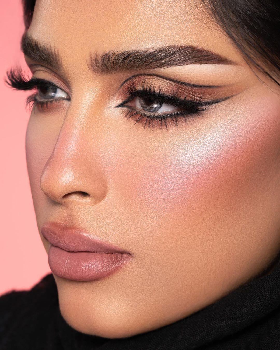 معصومة هاشم Masooma Jaleel On Instagram تصوير صوفيا Safa Photographer فاونديشن ميكب فور ايڤر الترا اچ دي In 2020 Makeup Eye Looks Eye Makeup Makeup Looks