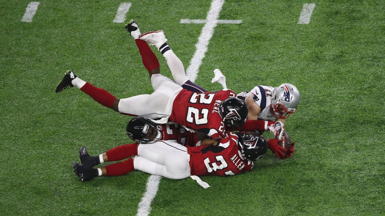 I Don T Know How He Caught It Inside Edelman S Impossible Grab New England Patriots Julian Edelman New England Patriots Football