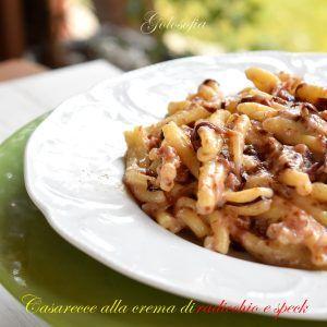 Casarecce alla crema di radicchio e speck, un gustosissimo e cremoso piatto, che porterete sulla vostra tavola in venti minuti. Vi conquisterà in un attimo!