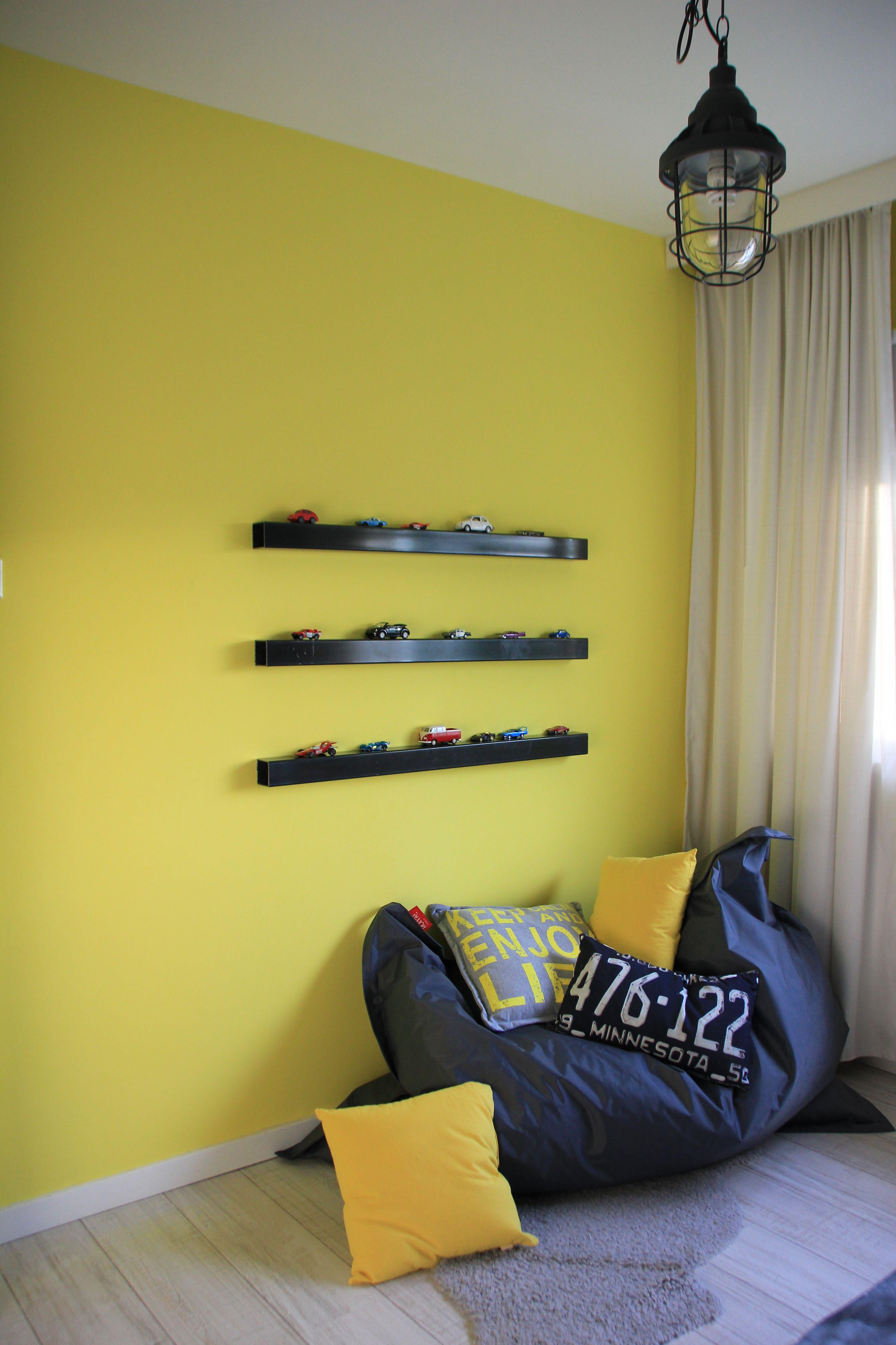 Stoere jongenskamer geel grijs met thema auto 39 s auto kinderkamer pinterest met - Blauwe en grijze jongens kamer ...