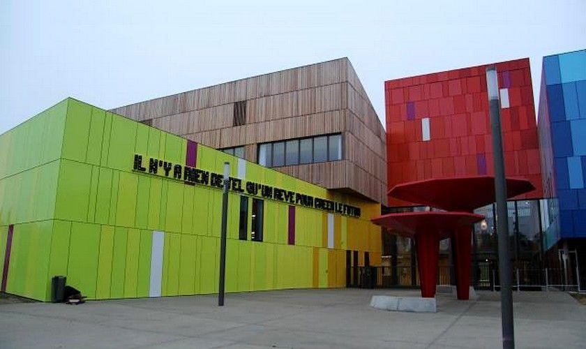 Le lycée de Carquefou : bienvenue dans le lycée du futur #lycee #Carquefou #Bois #bardage #Smartphone