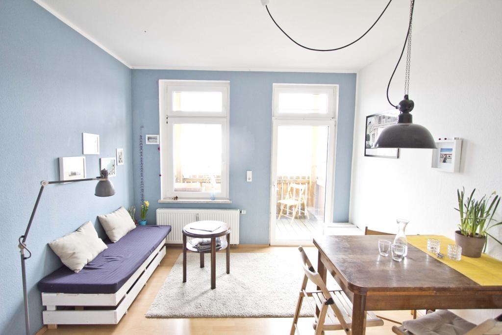 Weiß gestrichenes DIY-Sofa aus Holzpaletten #DIY #Sofa #Paletten - bilder wohnzimmer einrichtung weis