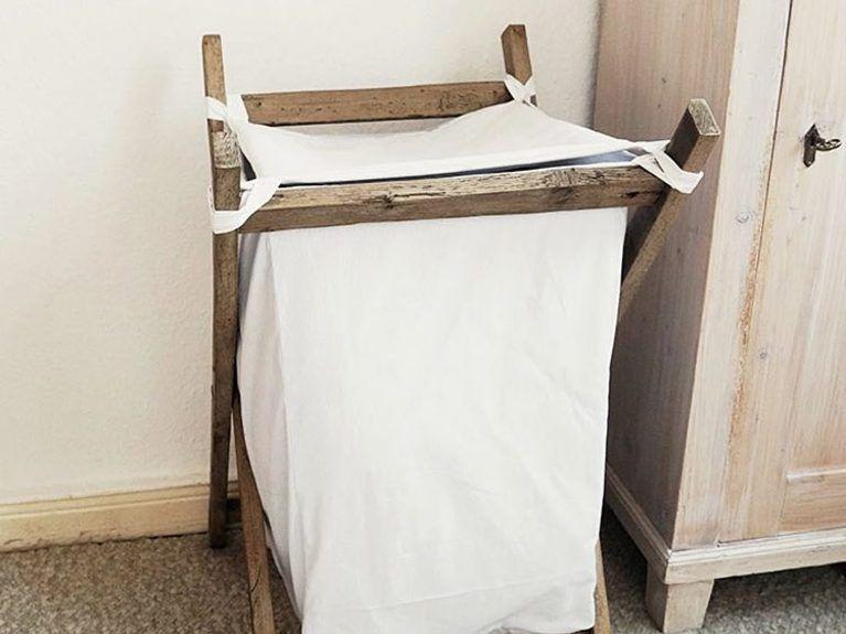 Schlafzimmer Truhe ~ Kostenloses diy: wäschekorb bauen aus holz und leinen für dein bad