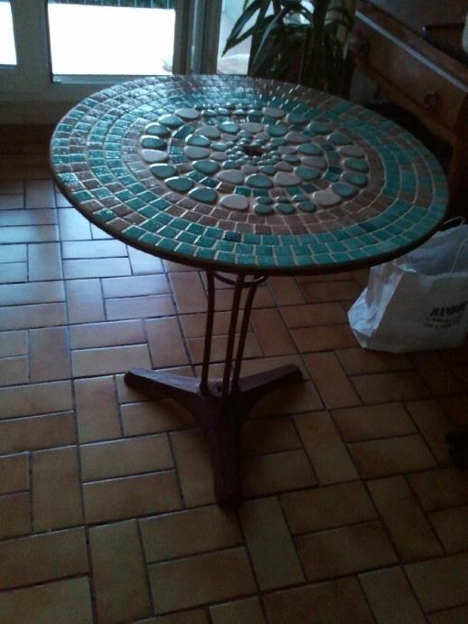 Tutoriel Table De Jardin En Mosaique Femme2decotv Table De Jardin Table Mosaique Table En Mosaique