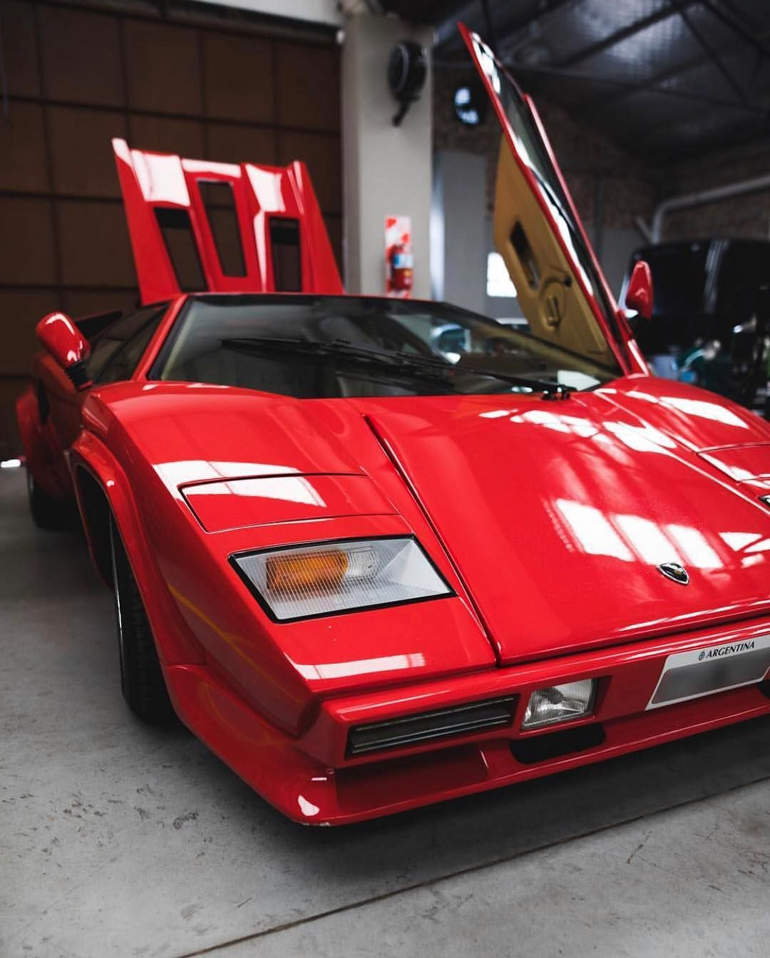 Old Love Never Dies The Countach Became The First Production Car With Vertically Opening Scissored Doors Pioneering The Way Many Lambo Lamborghini Car
