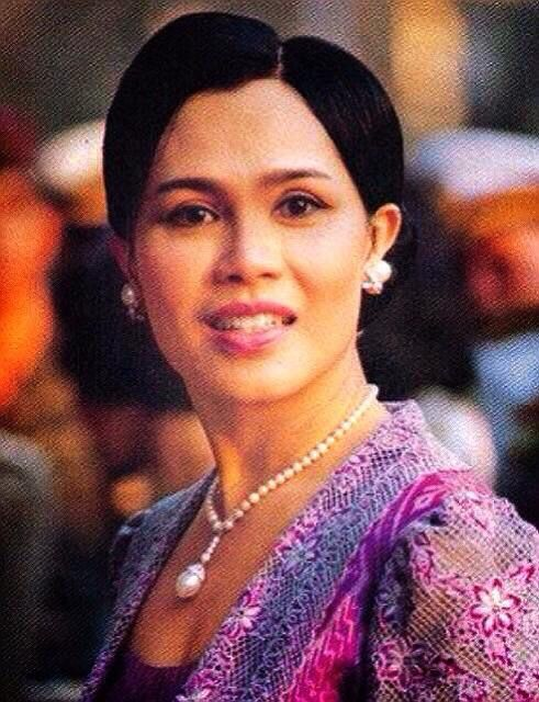 Her Majesty Queen Sirikit of Thailand is best known as being the beloved wife of King Bhumibol Adulyadej (Rama IX) who is the King of Thailand and the world's longest serving head of state. The Queen of Thailand was born on the 12th of August 1932 in Thailand as Mom Rajawongse Sirikit Kitiyakara and today apart from being one of the most recognizable women within southeast Asia, she has also been described as being one of the most courageous.