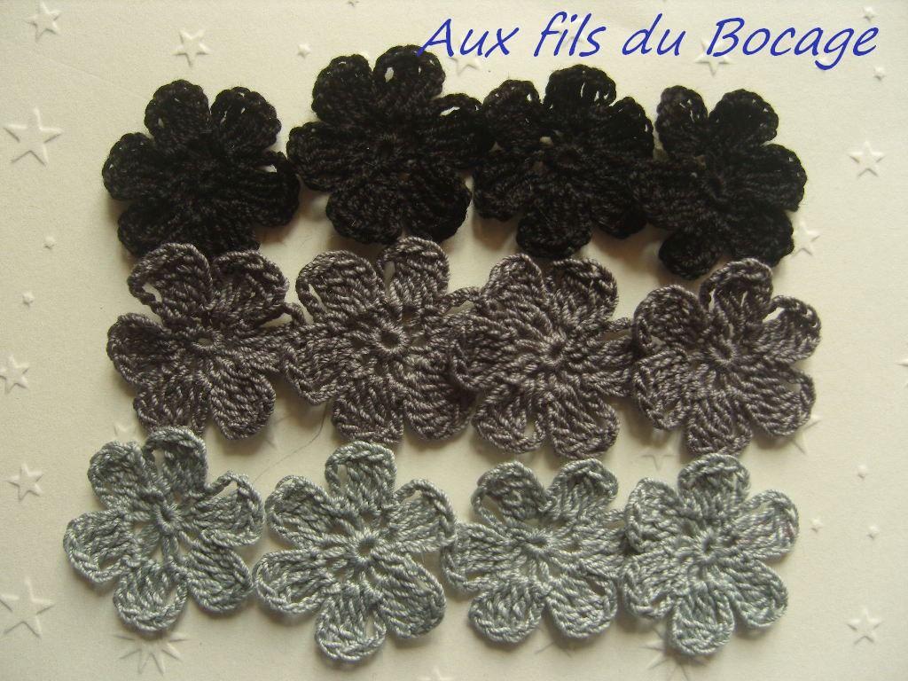 Fleurs au crochet en coton ton gris, 3 cm, appliques : Ecussons, appliques par aux-fils-du-bocage
