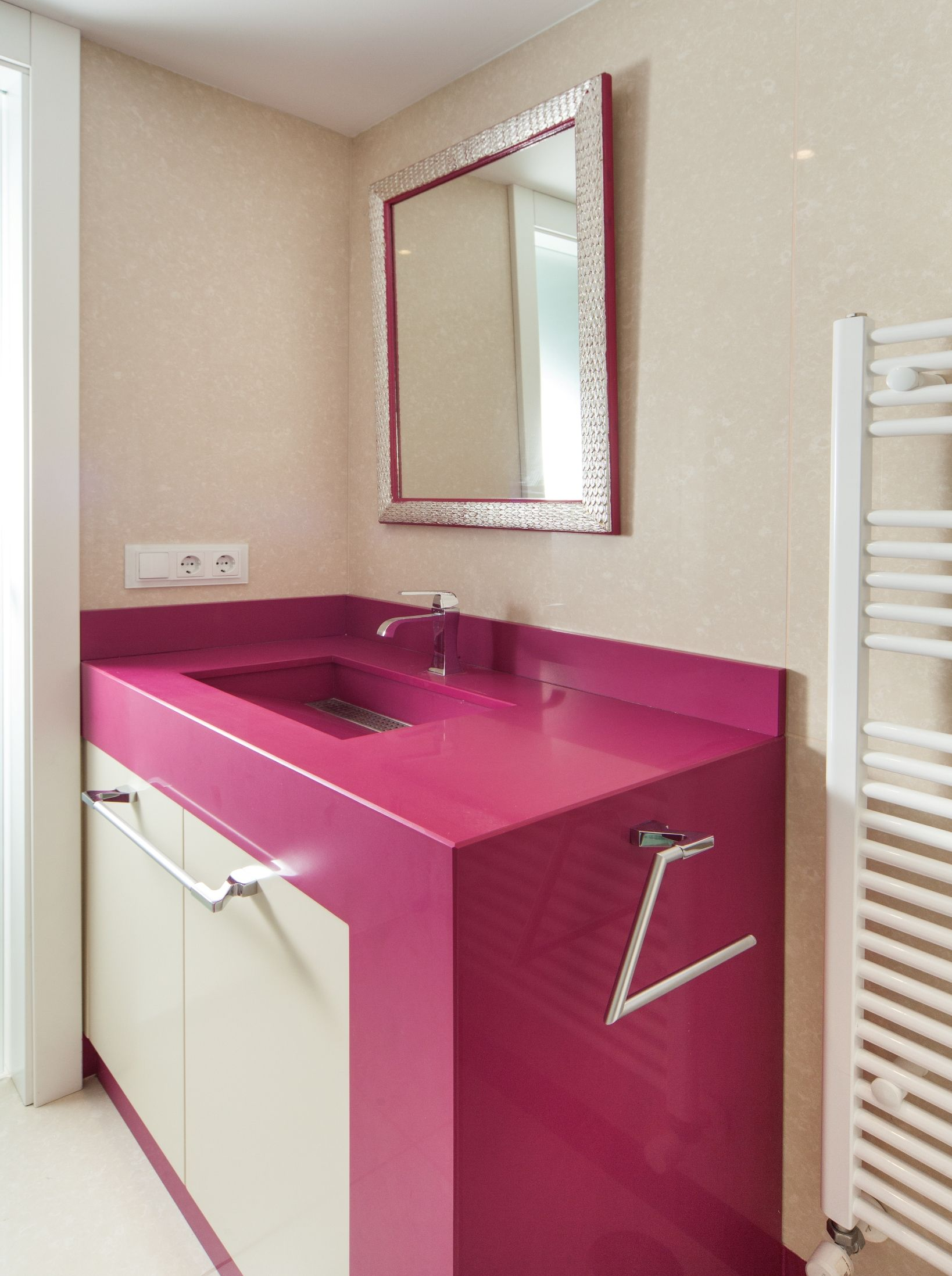 lavabo equilibrium de silestone. color magenta energy (acabado