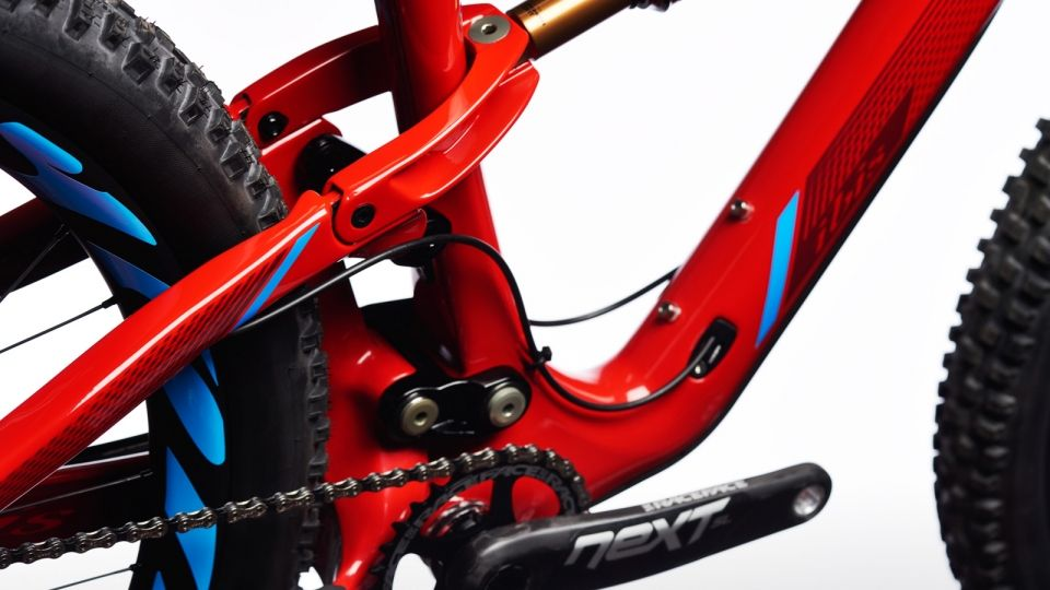 The mojo 3 shares a similar fifth generation dw-link suspension design to its mojo hd3 big brother: