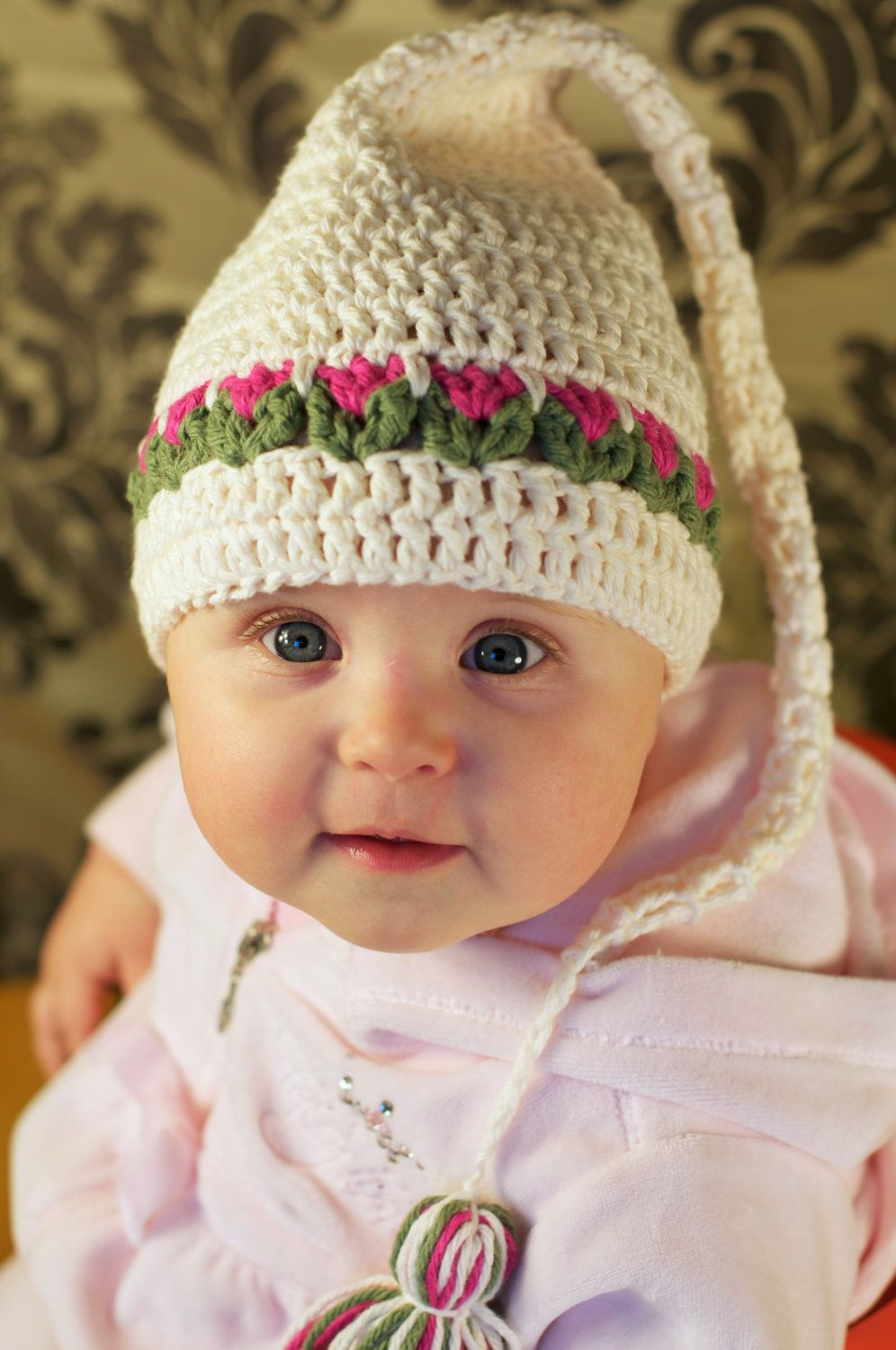 Tulips Hat Crochet Pattern for Babies and Kids.