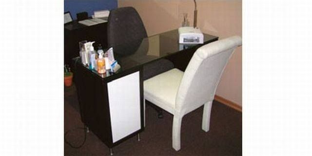 Diy Manicure Table Manicure Table Diy Manicure Nail Salon Decor