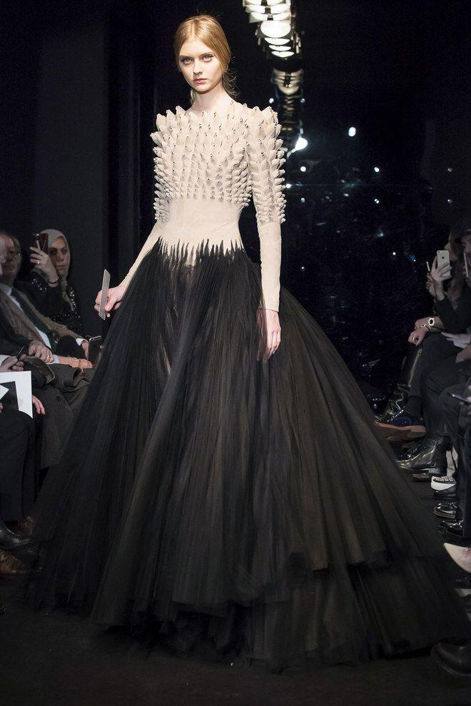 les plus belles robes de la fashion week haute couture automne hiver 2016 2017 belle robe. Black Bedroom Furniture Sets. Home Design Ideas
