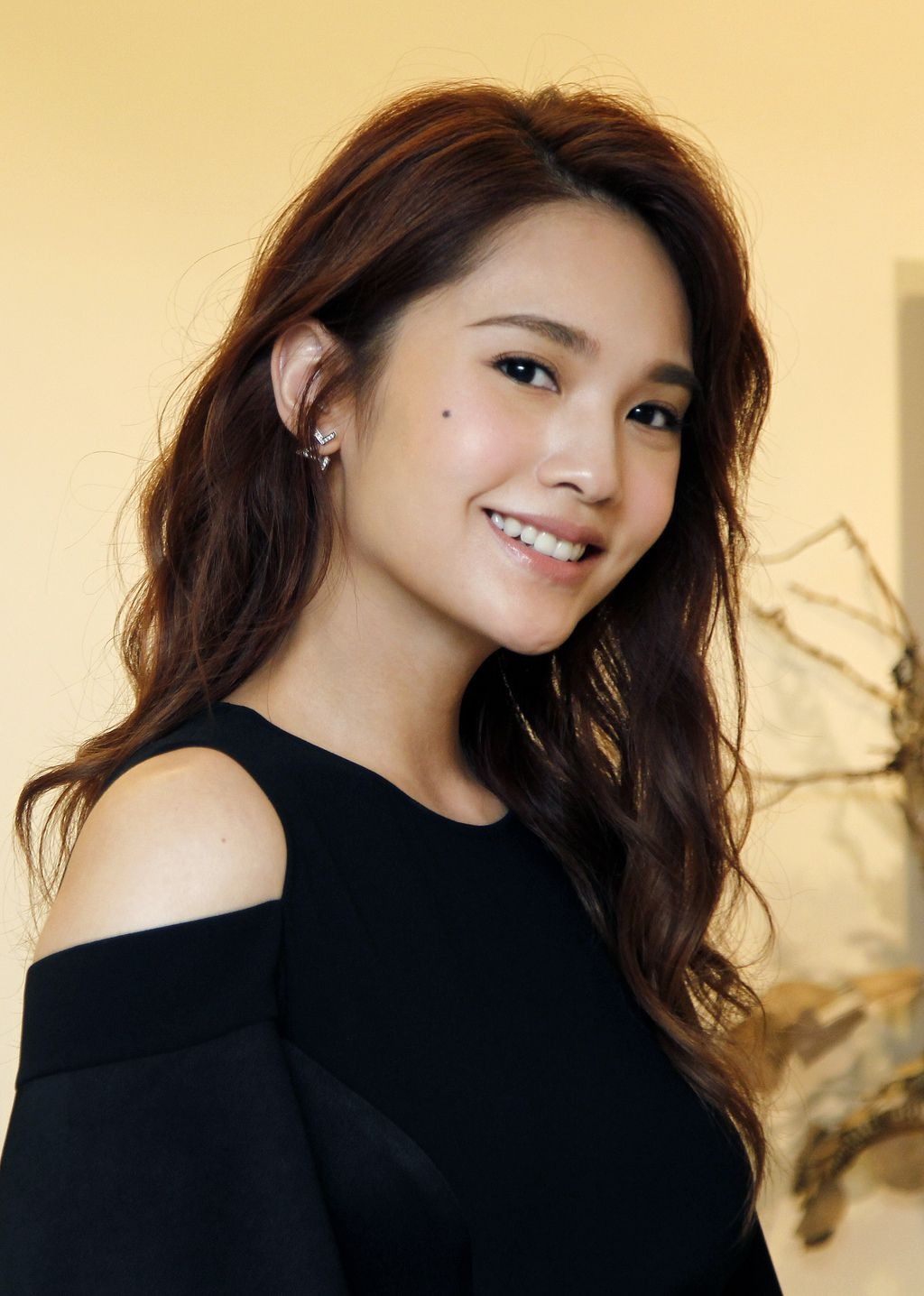 In This Photo Taken On Saturday Aug 5 2017 Taiwanese Actress Rainie Yang Smiles During An Interview With The As Beautiful Actresses Beauty Female Actresses