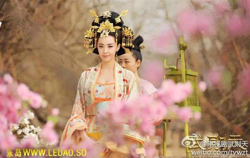 "Hanfu: traditional Chinese costume. This scene comes from ""The Empress of China""."