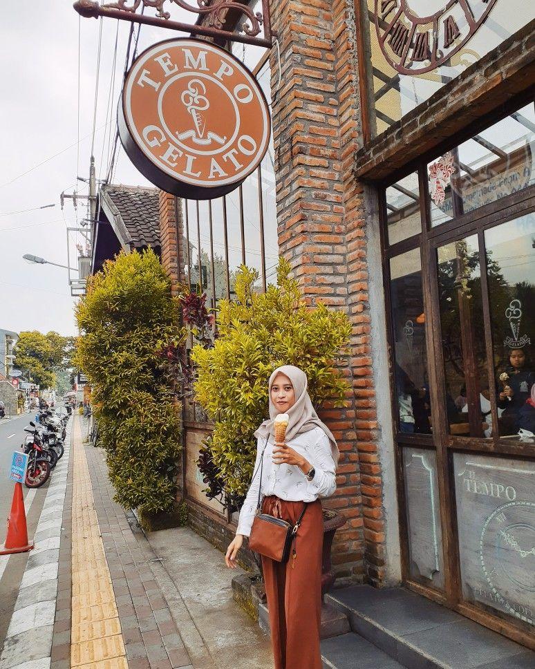 Kemeja warna putih 👌🏻 Model pakaian hijab, Wanita, Gaya