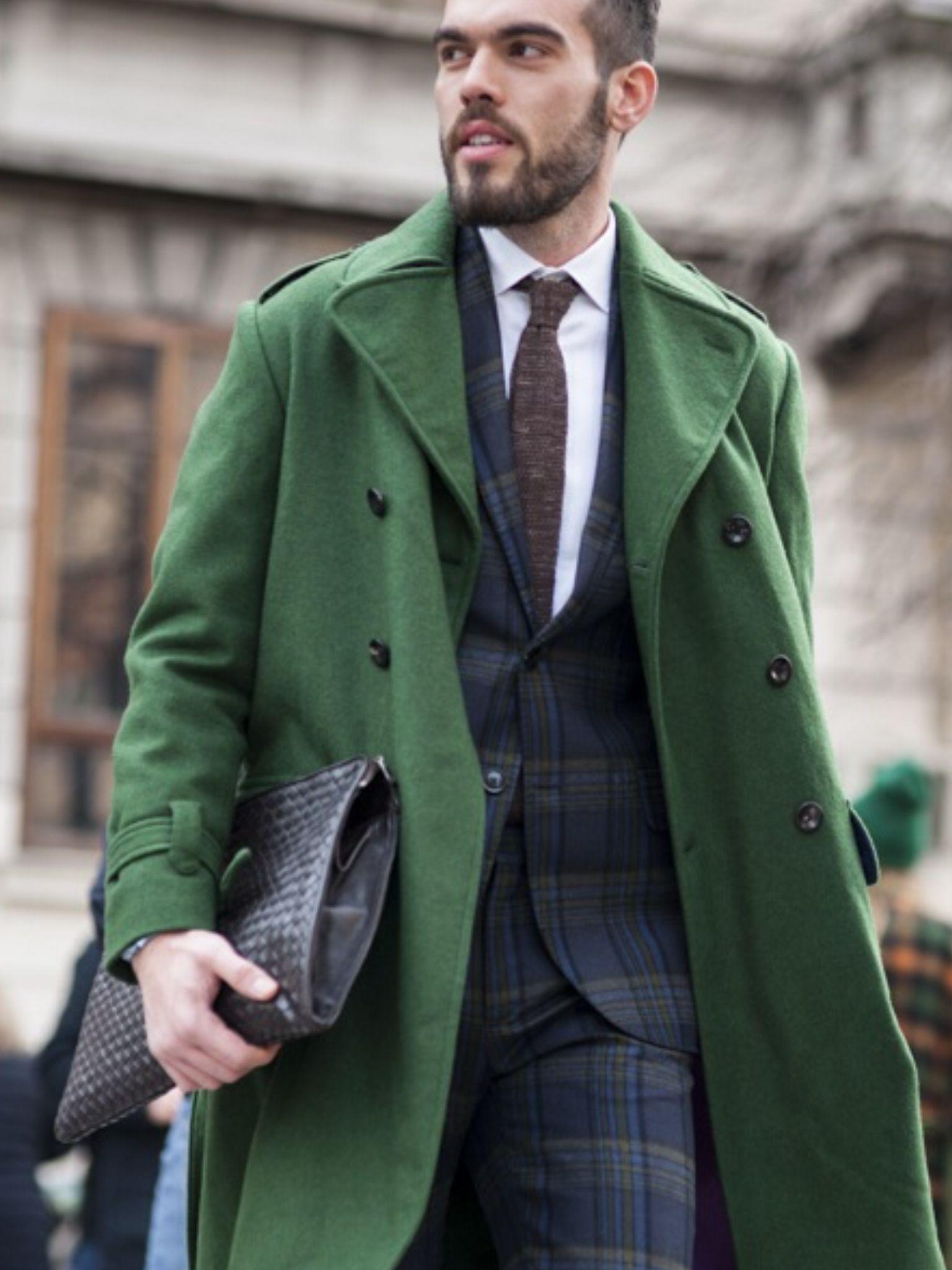 style vestimentaire homme d 39 affaire un peu excentrique costume carreaux pochette en cuir. Black Bedroom Furniture Sets. Home Design Ideas