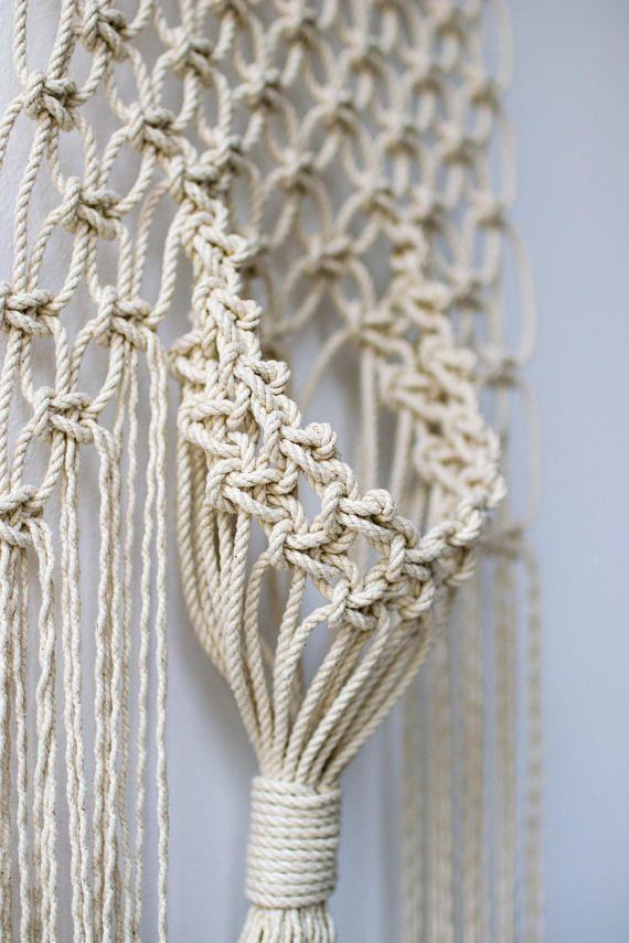 Macrame wall hanging / modern macrame / macrame wall art / wall decor / fiber art / Macrame wall hanger / Wall hanger on driftwood