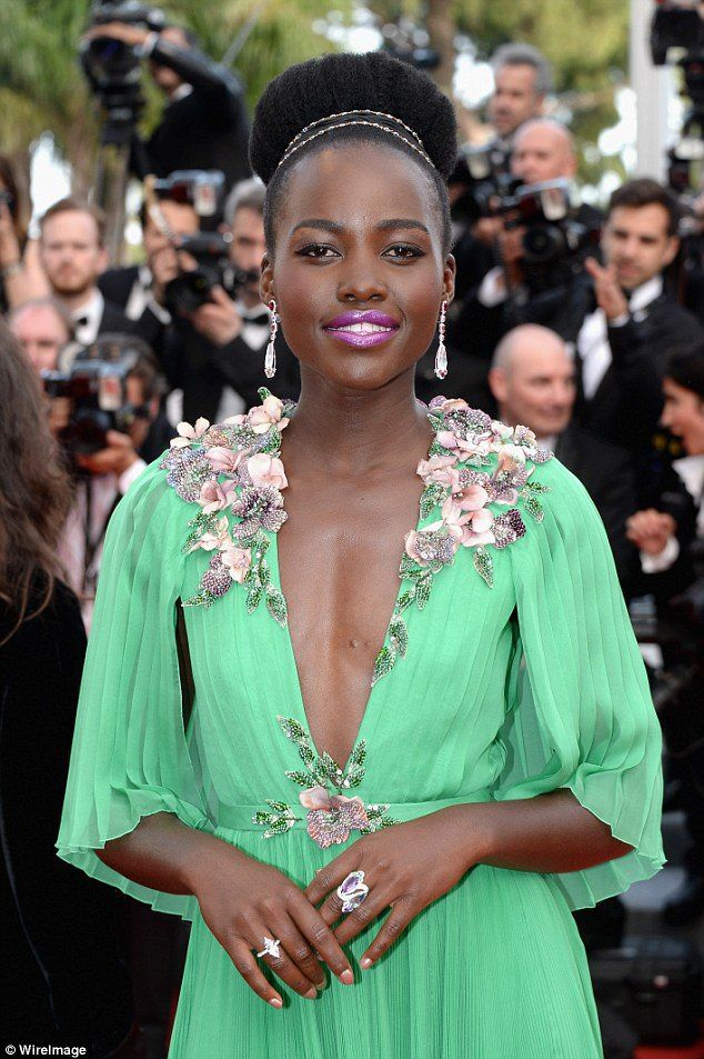 Lol. Kenyans react to Ksh10k dinner with Hollywood actress Lupita Nyong'o—Take a Look! - http://www.nollywoodfreaks.com/lol-kenyans-react-to-ksh10k-dinner-with-hollywood-actress-lupita-nyongo-take-a-look/