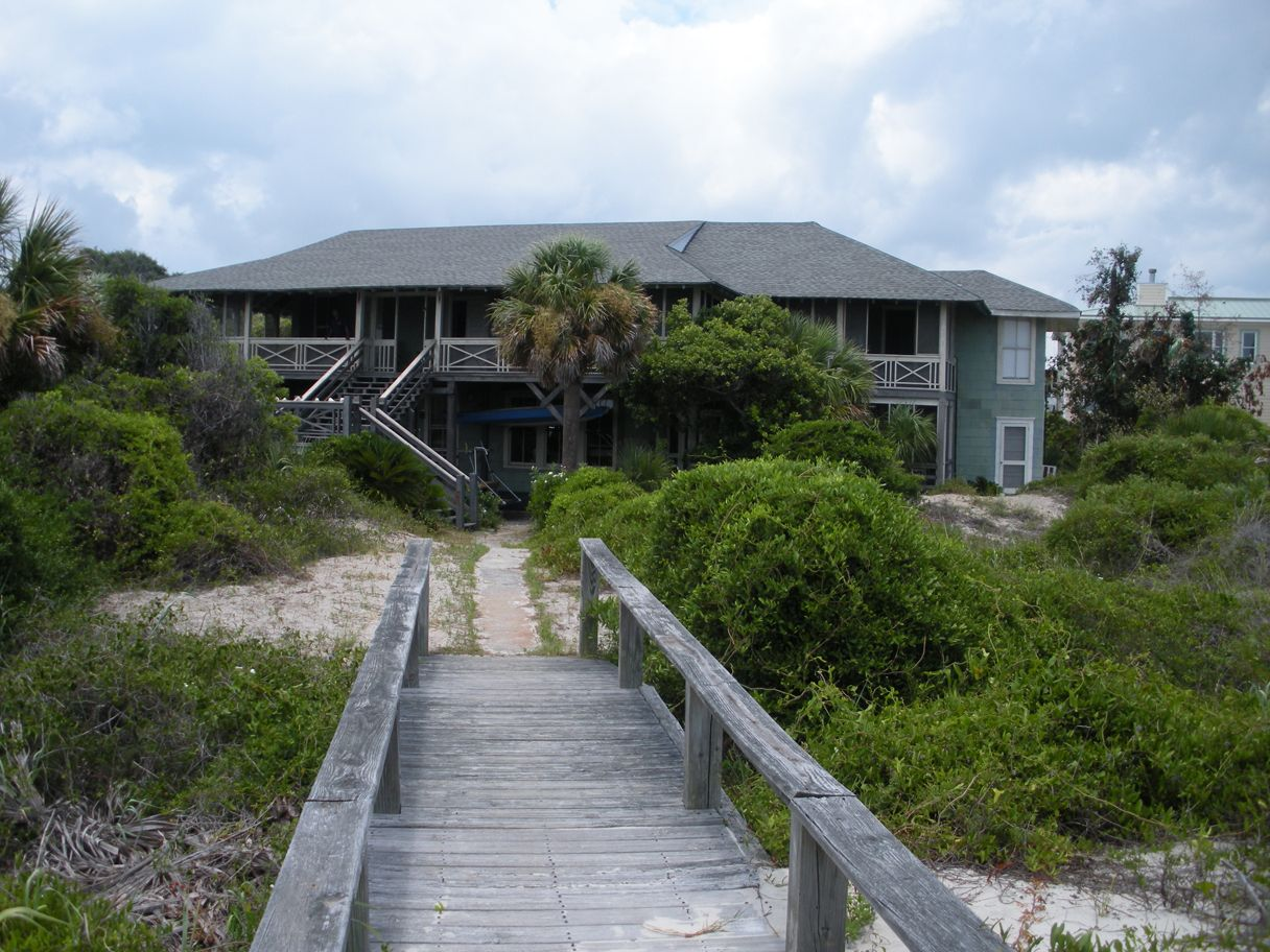 Beach Houses In Savannah Ga Part - 16: Miley Cyrus Films Her Latest Movie At The Family Beach House On Tybee