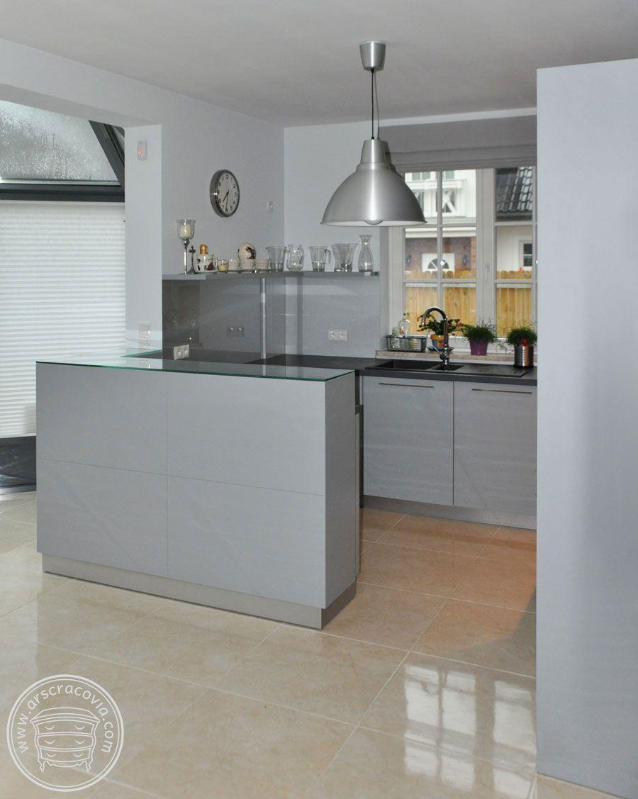 Kuchnia W Szarosci Fronty Malowany Mdf Sciana I Blat Lady Wylozone Hartowanym Szklem Home Decor Furniture Decor