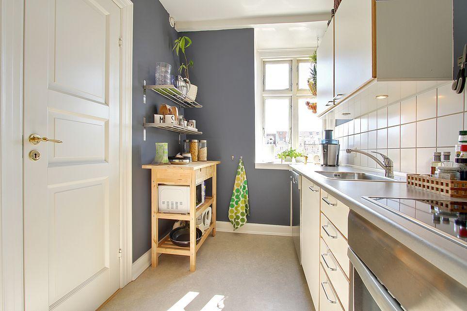 Køkkenet i 2-værelses lejlighed på Ingerslevs Boulevard i Aarhus. Lejligheden er lige nu til salg ved Danbolig i Aarhus. Læs mere på www.lejlighediaarhus.dk.