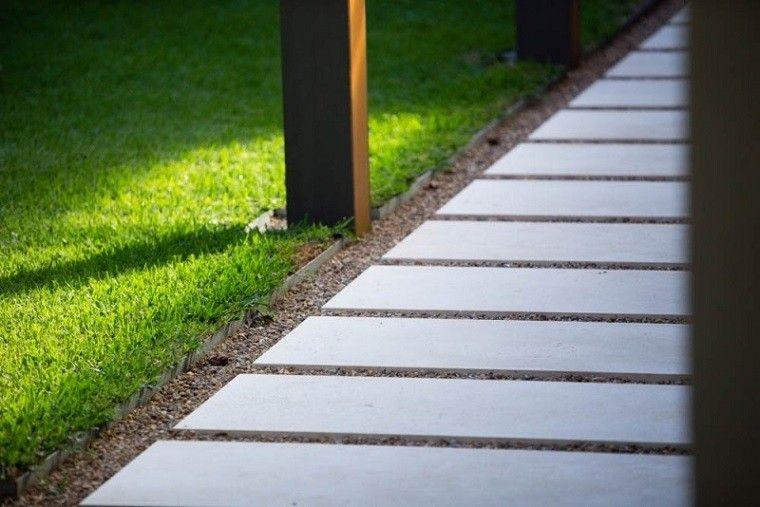 Camino de jardin con losas grandes y gravilla ideas de - Losas para jardin ...