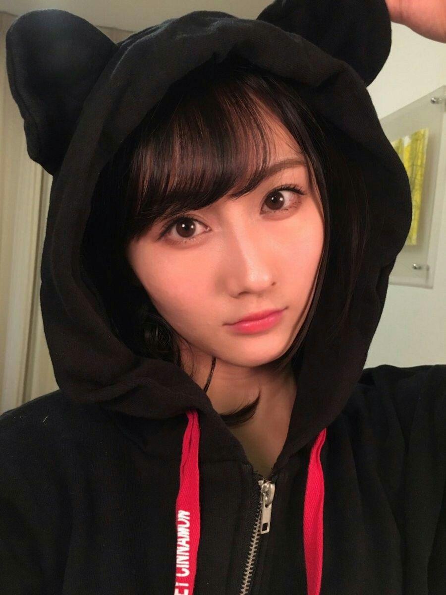 フードをかぶった矢倉楓子