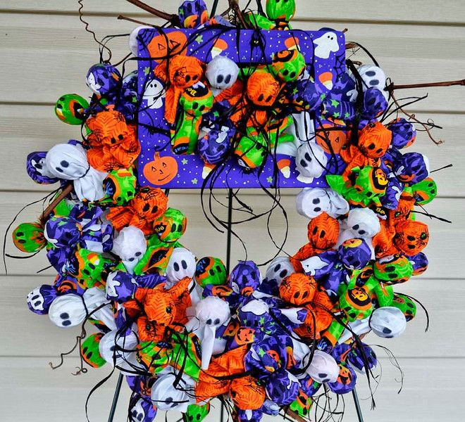 halloween candy wreath over 150 individually wrapped tootsie pops in halloween - Halloween Candy Wreath