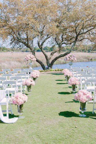Add a delicate touch to the gorgeous natural surroundings with lush pink flowers.