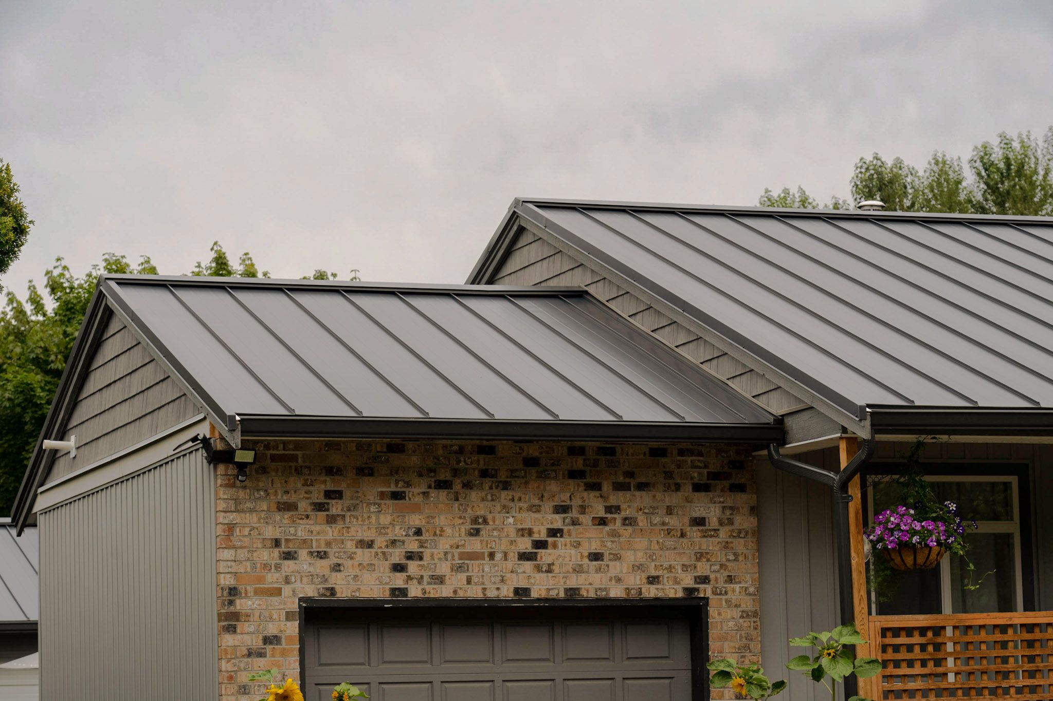Standing Seam Interlock Metal Roofing In 2020 Metal Roof Houses Standing Seam Standing Seam Metal Roof
