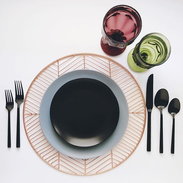 Modern Eclectic Rentals Copper Wire Charger Matte Black And Grey Stoneware Available In Dinner And Salad Dessert Copper Charger Plates Black Flatware Plates