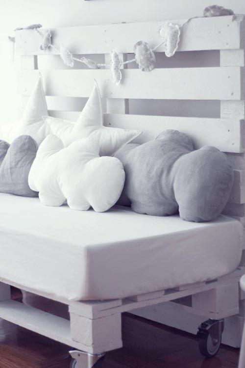 A pallet bench for a baby\'s room | Bancos, Palets y Closets estilo ...