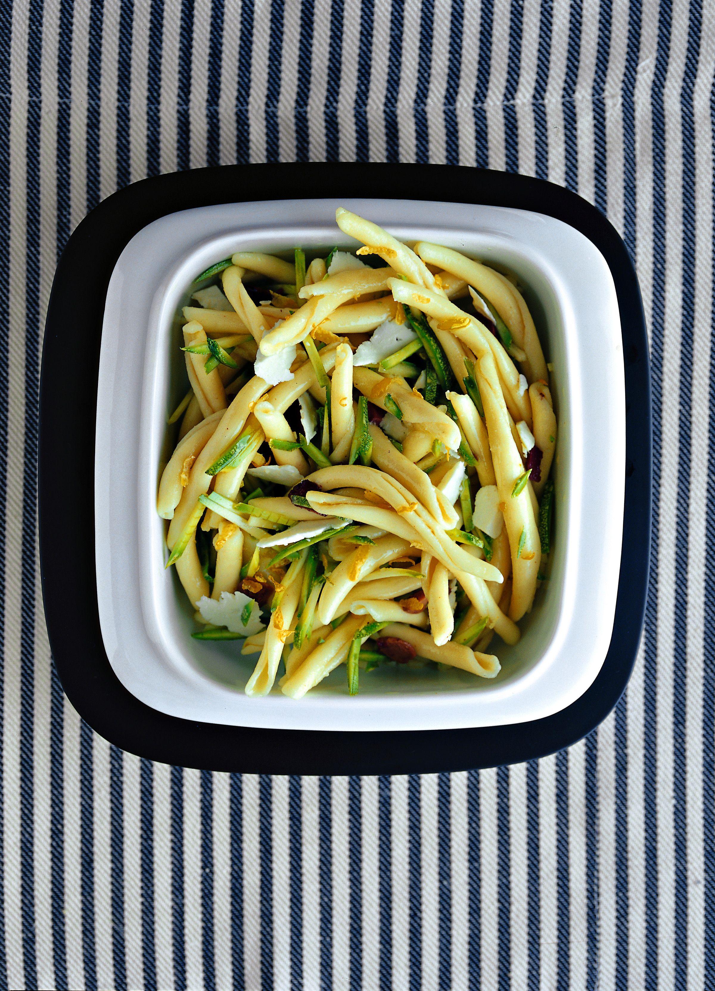 Pasta fredda con zucchine, limone e pecorino - Scuola di cucina ...