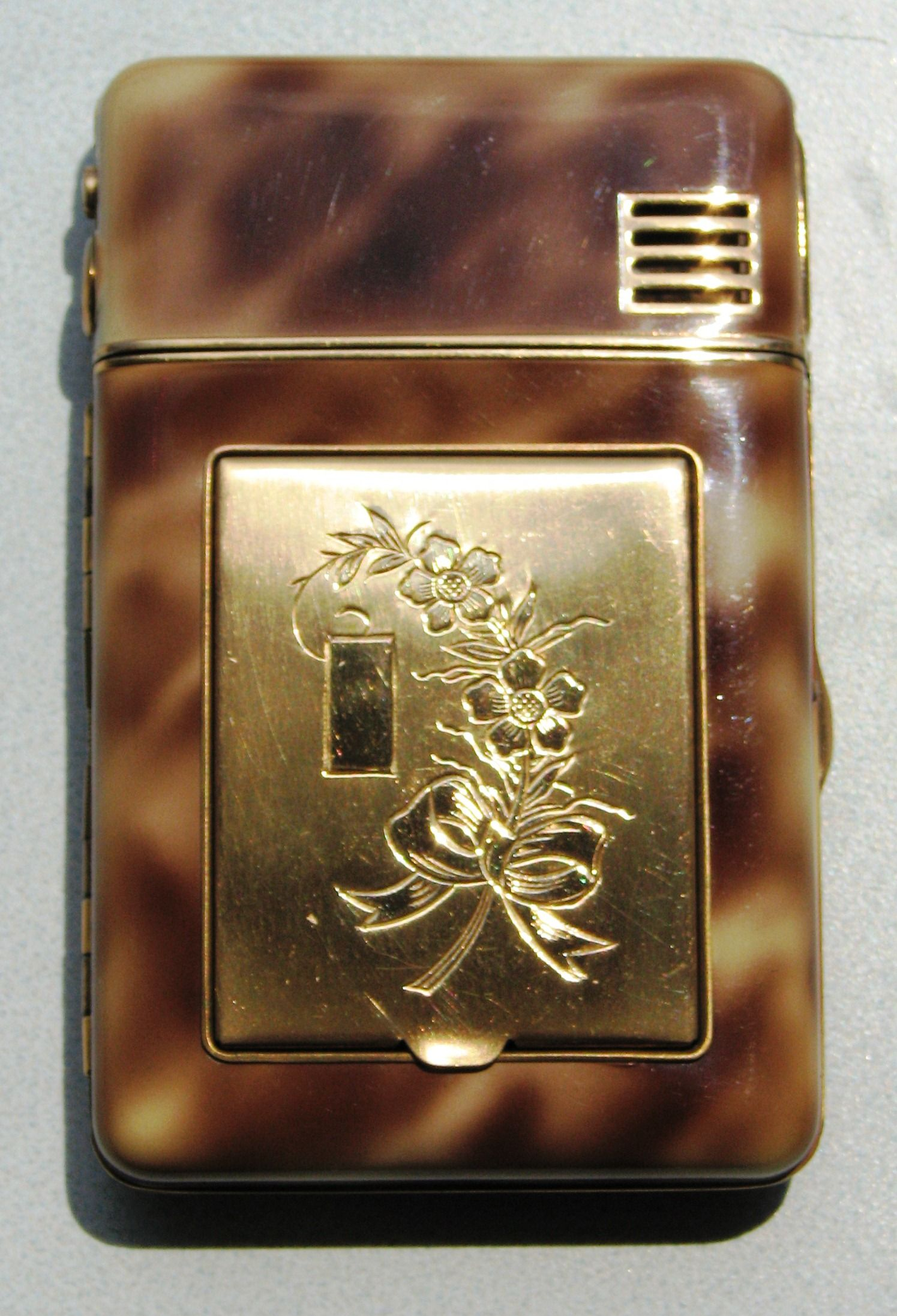 Pin on Vintage Women's Powder Compact Collection Barbara