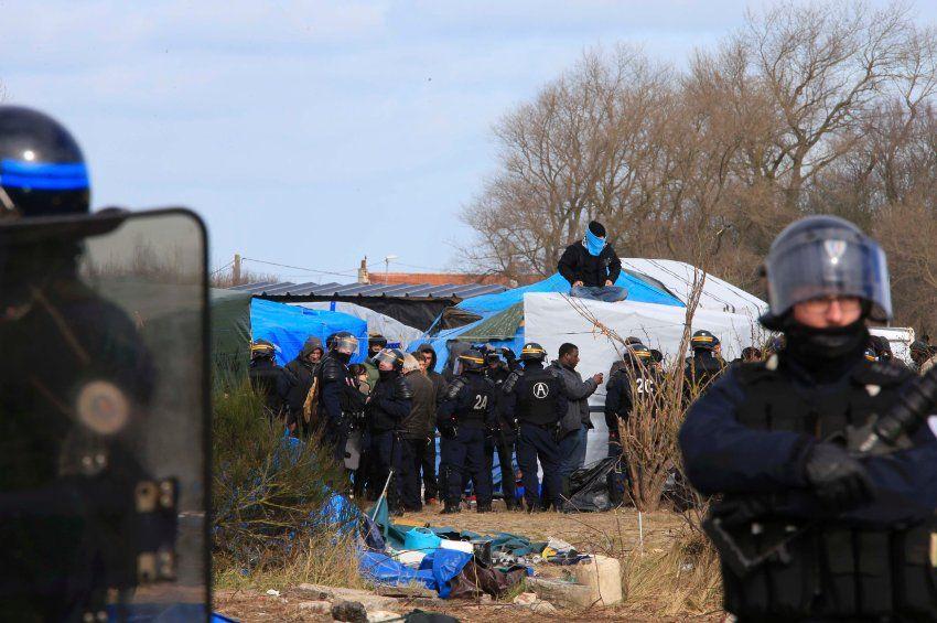 """Flüchtlinge: Polizei räumt Teile des """"Dschungels"""" von Calais - SPIEGEL ONLINE - Politik"""