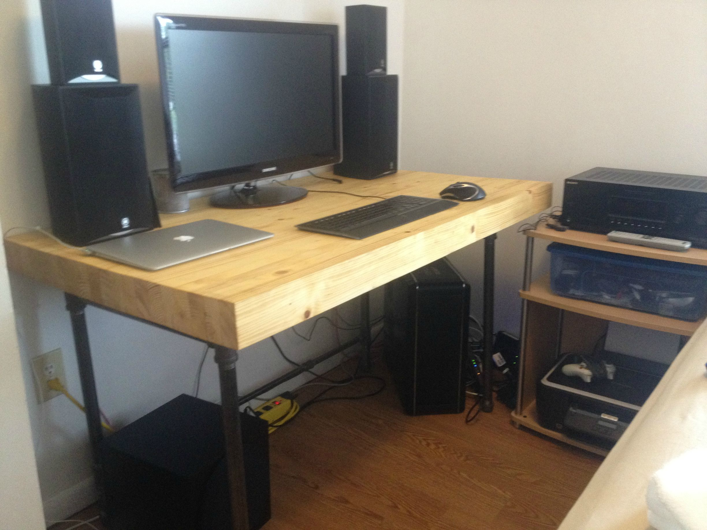 Furniture saving small spaces with custom diy butcher block computer desk top with black iron - Corner computer desks for small spaces ideas ...