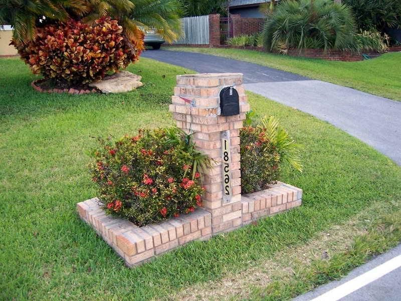 Brick Mailbox Landscaping Inspirations Brick Mailbox For Simple Yard Garden Design Ideas Mailbox Landscaping Perennial Garden Plans Brick Mailbox