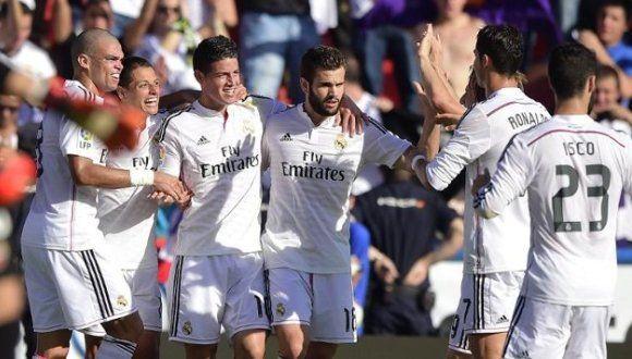 Los jugadores del Real Madrid celebran un gol del colombiano James Rodríguez 18.10.14