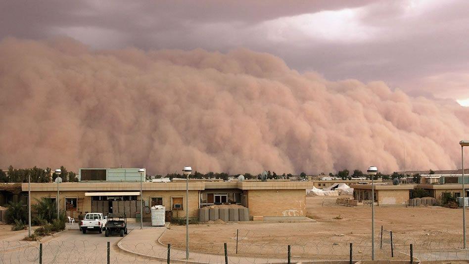 Un marine de Estados Unidos captó esta tormenta de arena en la base áerea Al Asad en Iraq en abril de 2005.