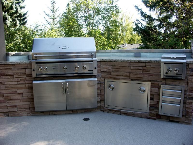 Outdoor Kitchens Rock On