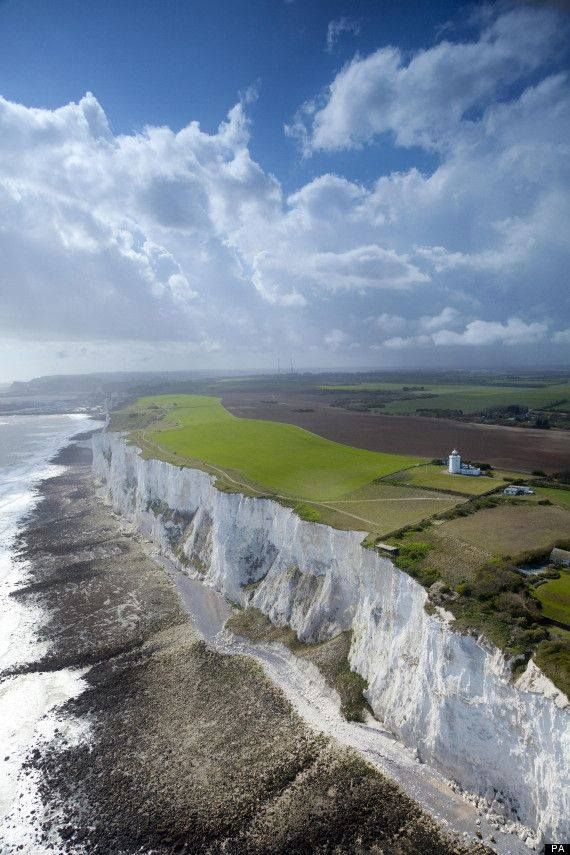 The Breathtaking White Cliffs of Dover! http://hotrocks1.tumblr.com/image/104201009645