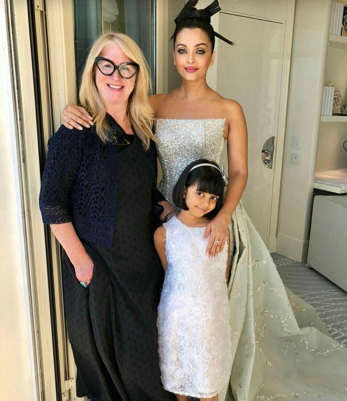 Aishwarya Rai Bachchan With Her Daughter Aradhya B Is Ready For Red Carpet Of Cannes Celebrity Kids Fashion Bridal Blouse Designs Elegant Dresses