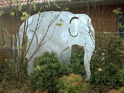 Beeindruckender Elefant aus feuerverzinktem Stahl als Sichtschutz - sichtschutz garten holz metall
