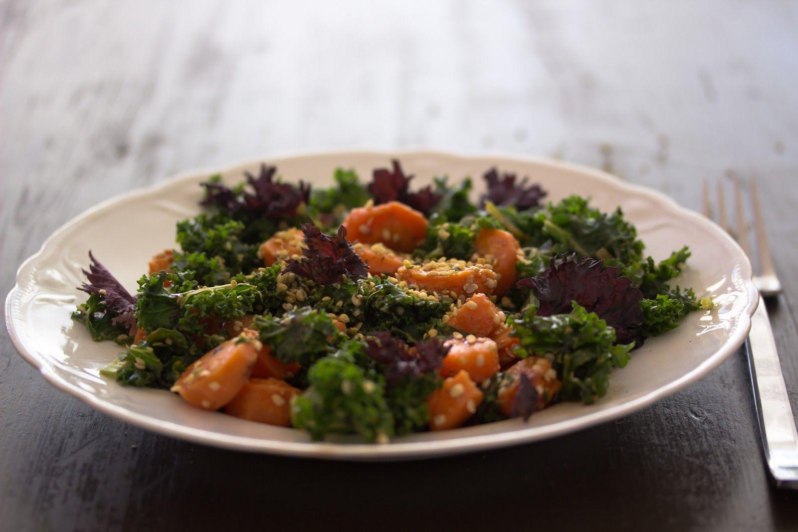 Kale with roasted carrot - Herkullinen arki: Lehtikaalia, karamelloitua porkkanaa, taatelibalsamicoa | Keittiökameleontti